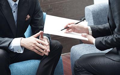 Hier lernen Sie wie man ein sinnvolles Mitarbeitergespräch führen